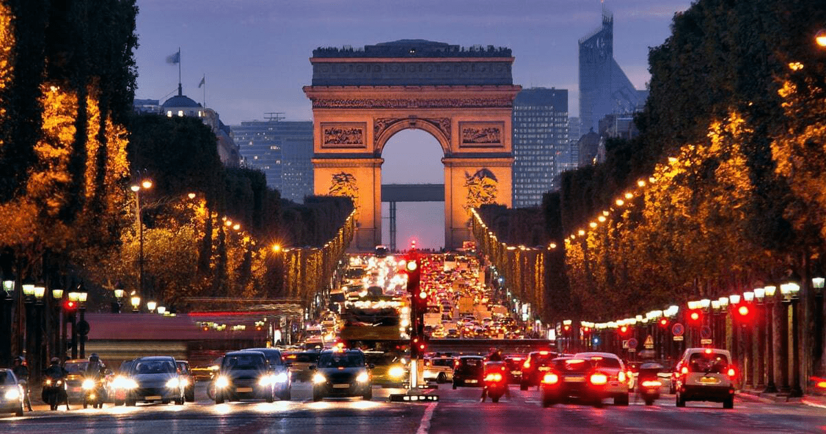 França reabre para turistas brasileiros vacinados